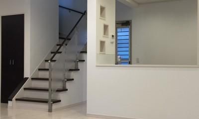 モダンな和空間のある家 (リビング階段)