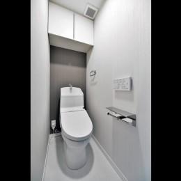 シックにまとまっているLDKに「和」の要素も入れながら落ち着きのある空間へ (トイレ)