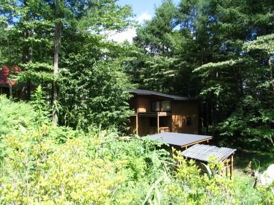 軽井沢の家 外観2 (軽井沢の家~木々を一切切らずそのままの敷地を生かし、そこにそっと置いてあげたような住宅~)