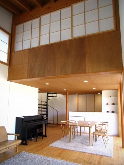 軽井沢の家 リビングダイニングキッチン (軽井沢の家~木々を一切切らずそのままの敷地を生かし、そこにそっと置いてあげたような住宅~)