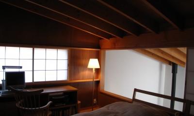 軽井沢の家~木々を一切切らずそのままの敷地を生かし、そこにそっと置いてあげたような住宅~ (軽井沢の家 寝室)