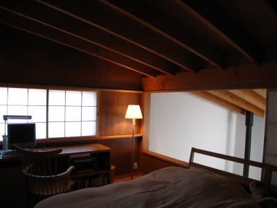 軽井沢の家 寝室 (軽井沢の家~木々を一切切らずそのままの敷地を生かし、そこにそっと置いてあげたような住宅~)
