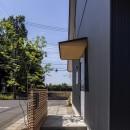castor/単純な大屋根形状に普遍的な間取りを、立体的断面形状で組み込んでみる。の写真 外構