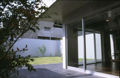 中庭とテラス (下町のコンクリートCUBE -コンクリート打ち放し-)