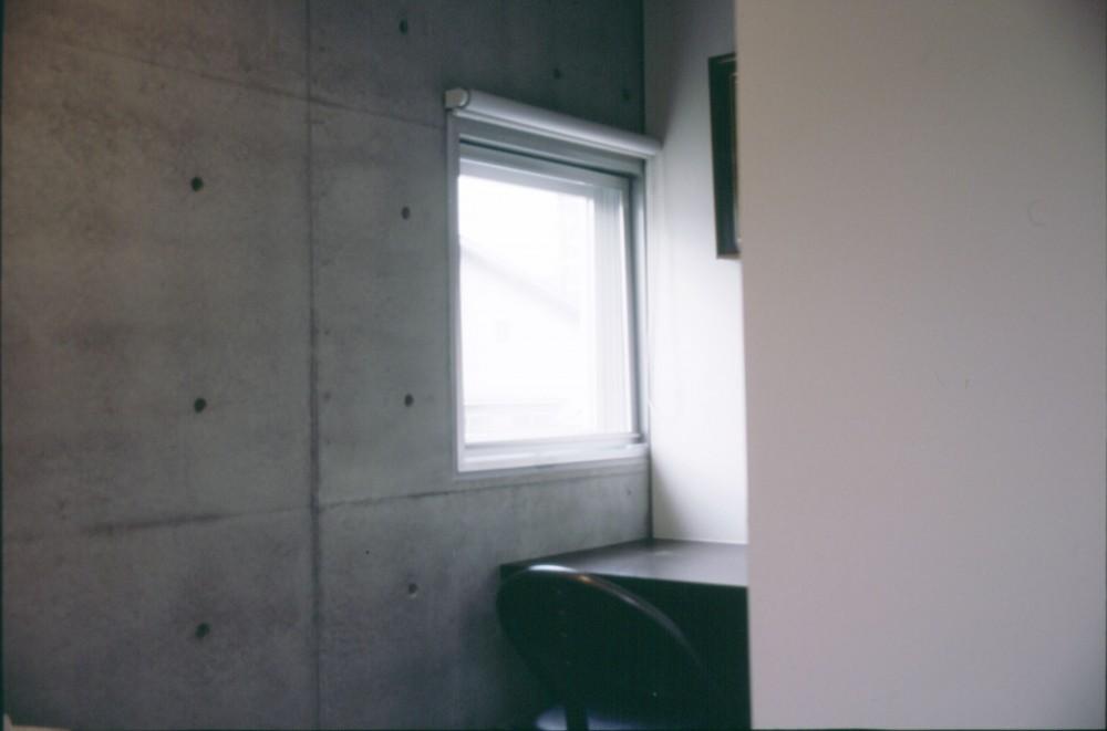 下町のコンクリートCUBE -コンクリート打ち放し- (寝室の書斎スペース)