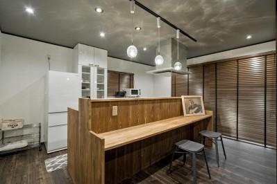 キッチン (隠れ家リビング)