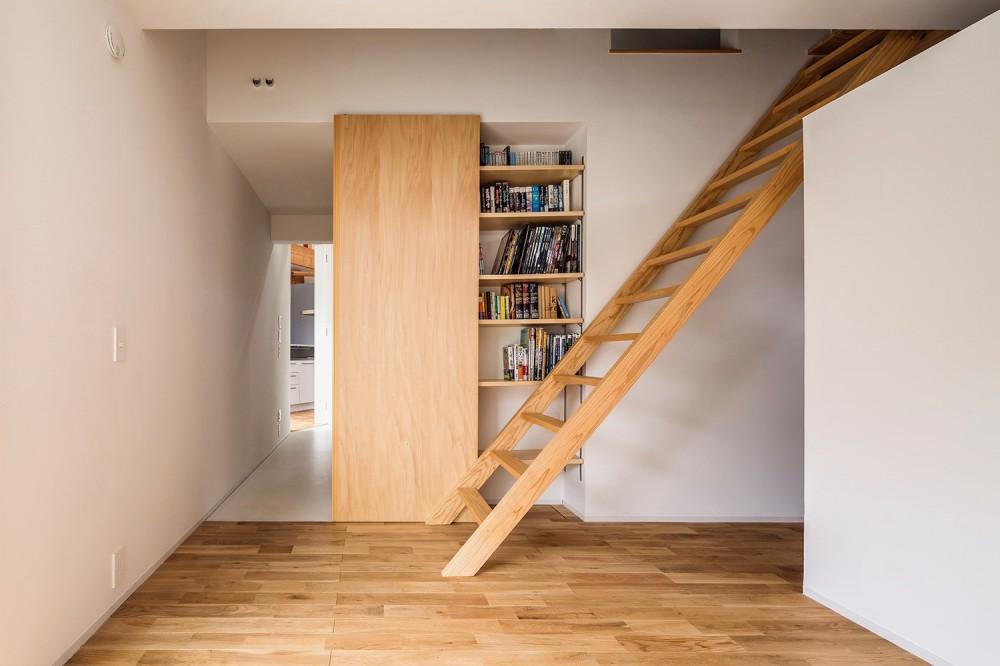 acrab/HUBのような役割を持つ、光庭をめぐる2層の回遊動線をもつ住宅。 (寝室)