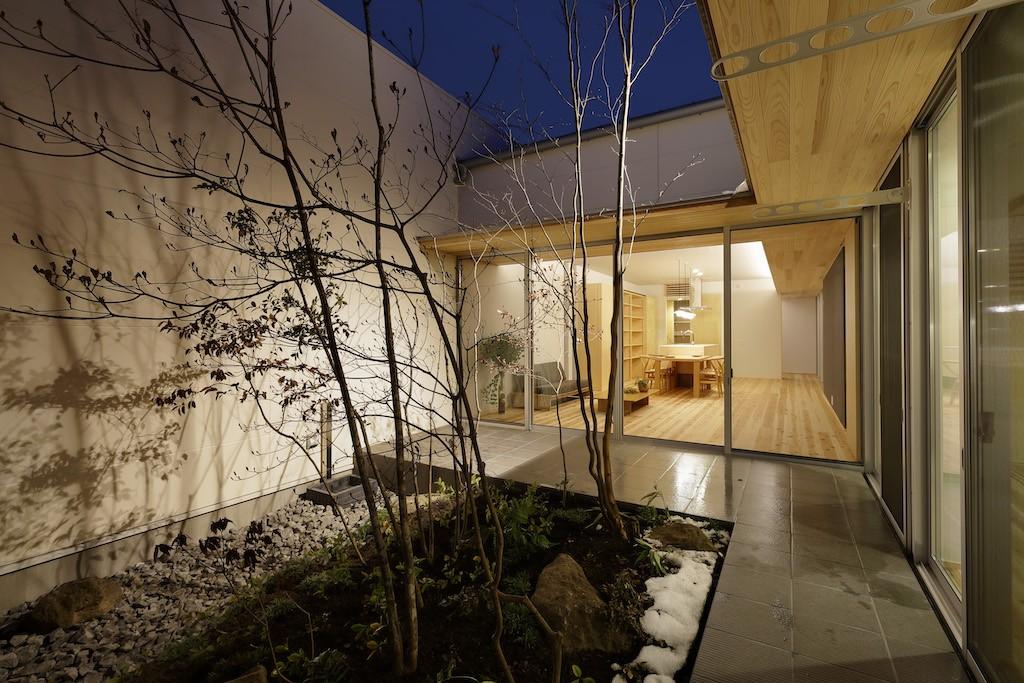 アウトドア事例:中庭(sadaltager/方位性を失うことのできるコートハウスの作り方を考える。)