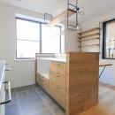 明るく楽しい色づかいの写真 キッチンの作業台カウンター