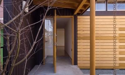 遠藤の家~中庭から穏やかな光が差し込む家~ (遠藤の家 玄関)