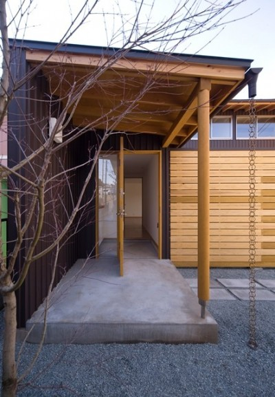 遠藤の家 玄関 (遠藤の家~中庭から穏やかな光が差し込む家~)