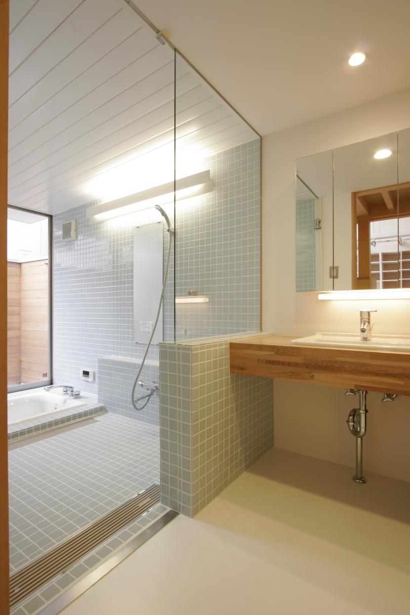 犬と都心で暮らす家の部屋 浴室
