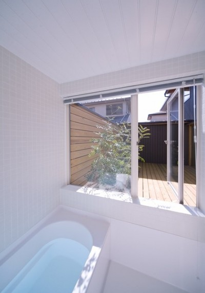 遠藤の家 浴室 (遠藤の家~中庭から穏やかな光が差し込む家~)