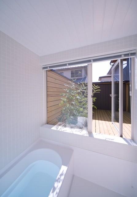 遠藤の家~中庭から穏やかな光が差し込む家~ (遠藤の家 浴室)