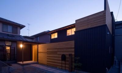 遠藤の家 夕景1|遠藤の家~中庭から穏やかな光が差し込む家~