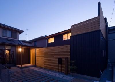 遠藤の家~中庭から穏やかな光が差し込む家~ (遠藤の家 夕景1)