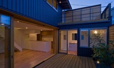 遠藤の家 夕景2|遠藤の家~中庭から穏やかな光が差し込む家~