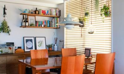 集って楽しいカフェテイストの家 (北欧のペンダントランプとダイニングテーブル)