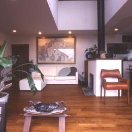 住まう楽しみ-100年住み継ぐ家 (暖炉のあるリビング)