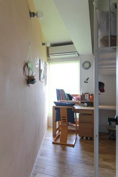 子ども部屋 (集って楽しいカフェテイストの家)