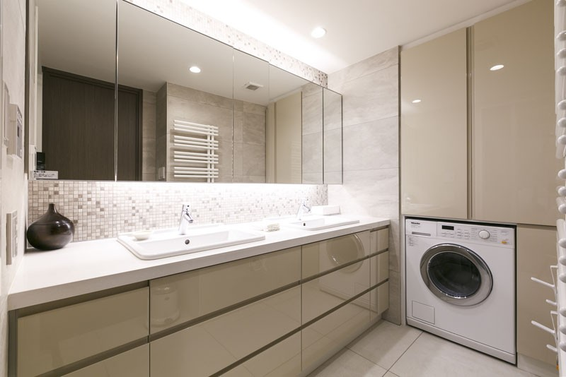 モダンとオリエンタルの融合、調度品が映える上質なLDK (洗面室)