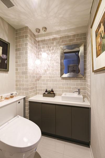 モダンとオリエンタルの融合、調度品が映える上質なLDK (トイレ)