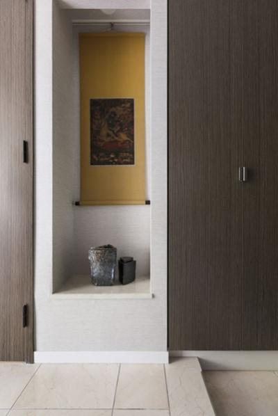 玄関 (モダンとオリエンタルの融合、調度品が映える上質なLDK)
