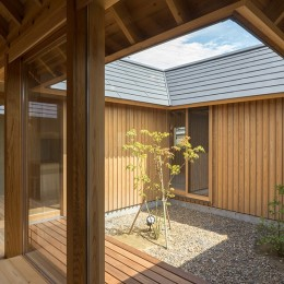 姉ヶ崎の家  中庭を囲うロの字形の平屋 |新築