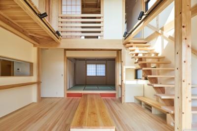 吹抜けのある3室一体の家 (リビング・ダイニング)