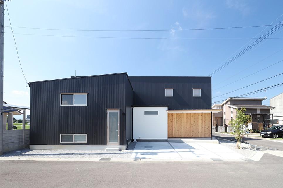 House in Nakasuji~剣道場のある家~ (外観01)