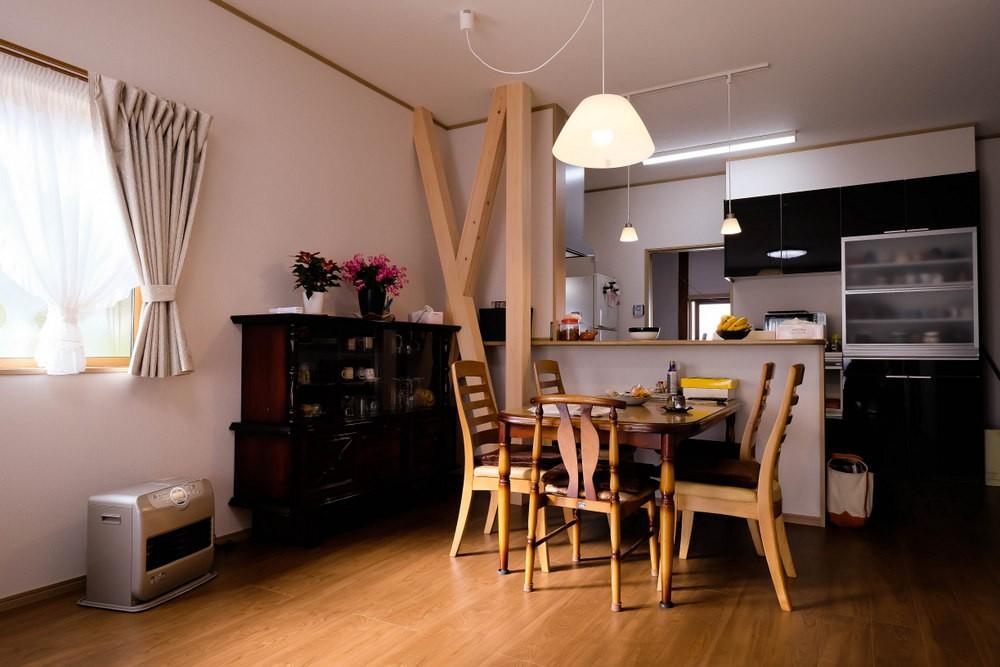 対面キッチン (友人たちとおしゃべりを楽しむ空間)