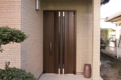 玄関ドア (キレイになって、快適になって、お金も貰えて・・・)