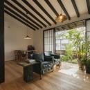 アレルギー反応を持つ子供が住むための和モダン住宅/美しい空気の家の写真 リビング
