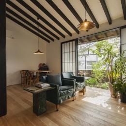 アレルギー反応を持つ子供が住むための和モダン住宅/美しい空気の家 (リビング)