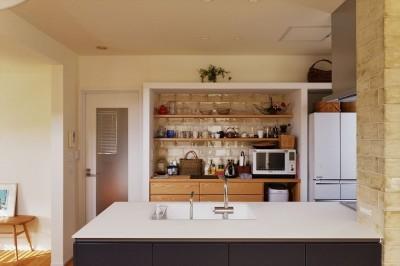 キッチン (M邸_余白がつくり出す、ゆとりの空間)