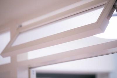 内窓 (FRAME~小さな三姉妹の将来を夢見るご夫婦の親心がたっぷり詰まった住まい~)