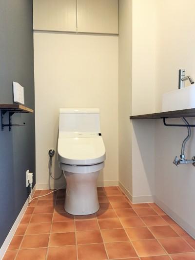 トイレ (広々な土間収納、広々なリビング。天然無垢材をふんだんに使用した、思いの詰まったステキな空間。)