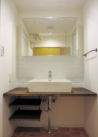 洗面台 (広々な土間収納、広々なリビング。天然無垢材をふんだんに使用した、思いの詰まったステキな空間。)