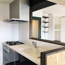 広々な土間収納、広々なリビング。天然無垢材をふんだんに使用した、思いの詰まったステキな空間。の写真 キッチン