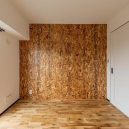 広々な土間収納、広々なリビング。天然無垢材をふんだんに使用した、思いの詰まったステキな空間。 (洋室②)