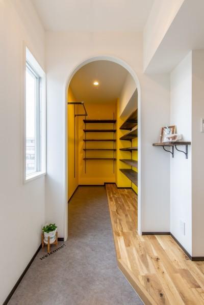 玄関土間 (広々な土間収納、広々なリビング。天然無垢材をふんだんに使用した、思いの詰まったステキな空間。)