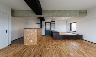 広々な土間収納、広々なリビング。天然無垢材をふんだんに使用した、思いの詰まったステキな空間。 (リビング・ダイニング②)