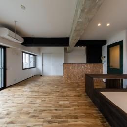 広々な土間収納、広々なリビング。天然無垢材をふんだんに使用した、思いの詰まったステキな空間。 (リビング・ダイニング③)