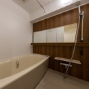 広々な土間収納、広々なリビング。天然無垢材をふんだんに使用した、思いの詰まったステキな空間。の写真 バスルーム