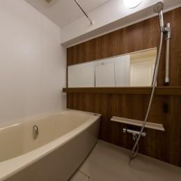 広々な土間収納、広々なリビング。天然無垢材をふんだんに使用した、思いの詰まったステキな空間。 (バスルーム)