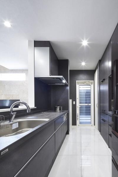 キッチン (Black & White、モダンレジデンス)