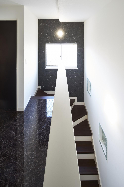Black & White、モダンレジデンス (階段・廊下)