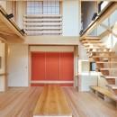 吹抜けのある3室一体の家の写真 生活の中心にあるリビング・ダイニング