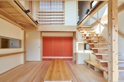 吹抜けのある3室一体の家 (生活の中心にあるリビング・ダイニング)