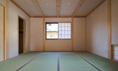 リビングに面した寝室|吹抜けのある3室一体の家